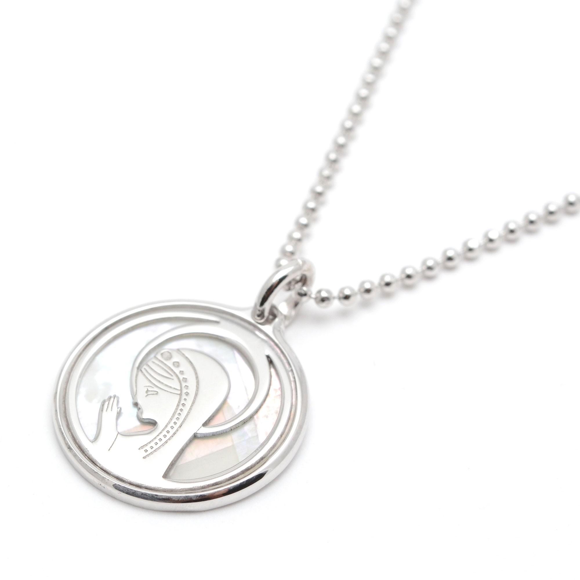 9ab956799142 Medalla Plata Chica Niña Comunión Virgen Nácar
