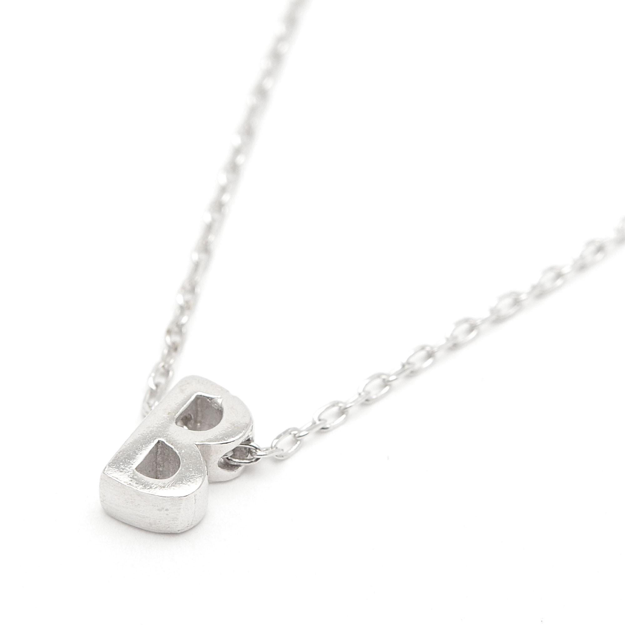 fe07ca23edc3 Colgante de plata con la letra inicial y cadena