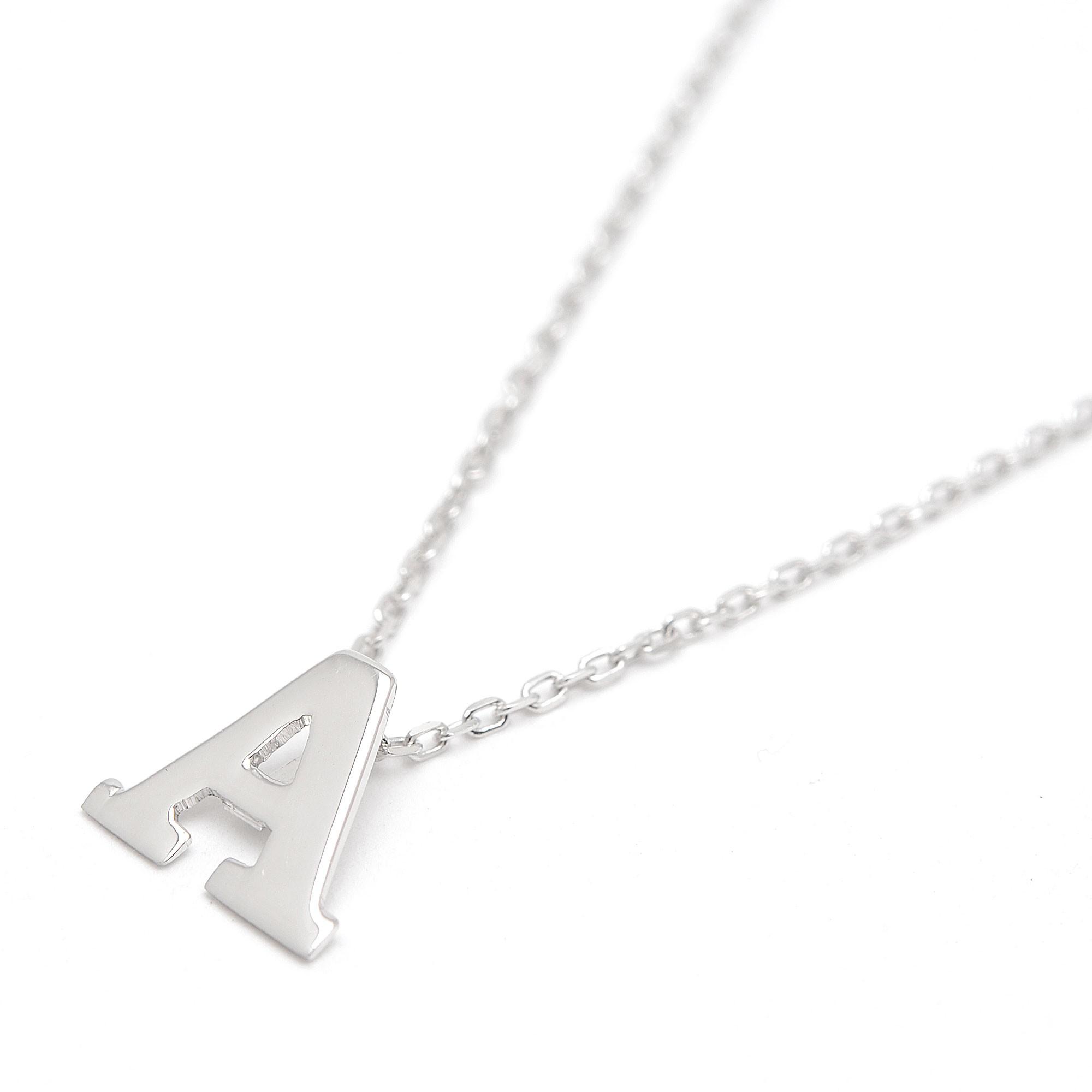 4fb1ee27a8a1 Colgante de oro blanco con la letra inicial y cadena