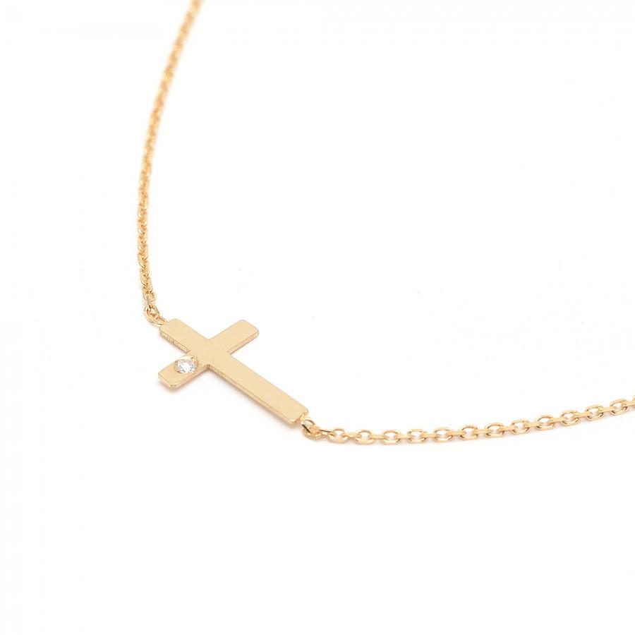 Gargantilla de oro con cruz y diamante